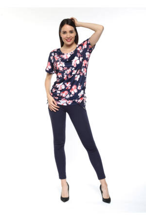 Kétoldalt húzós, rövidujjú tunika - Sötétkék alapon virágmintás